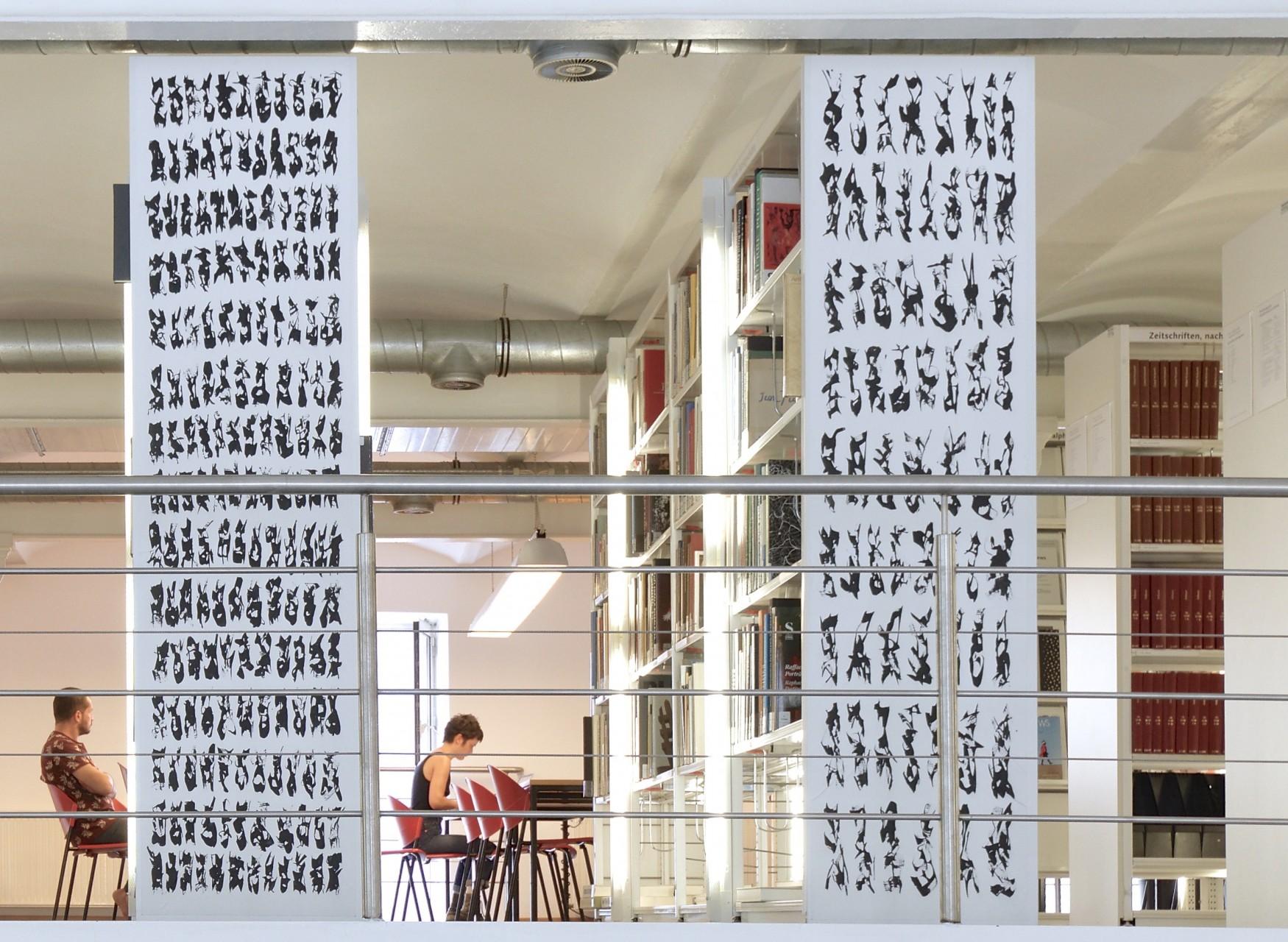 Bibliothek der unlesbaren Zeichen, Acryl auf Leinwand, je 50 x 200 cm, 2017