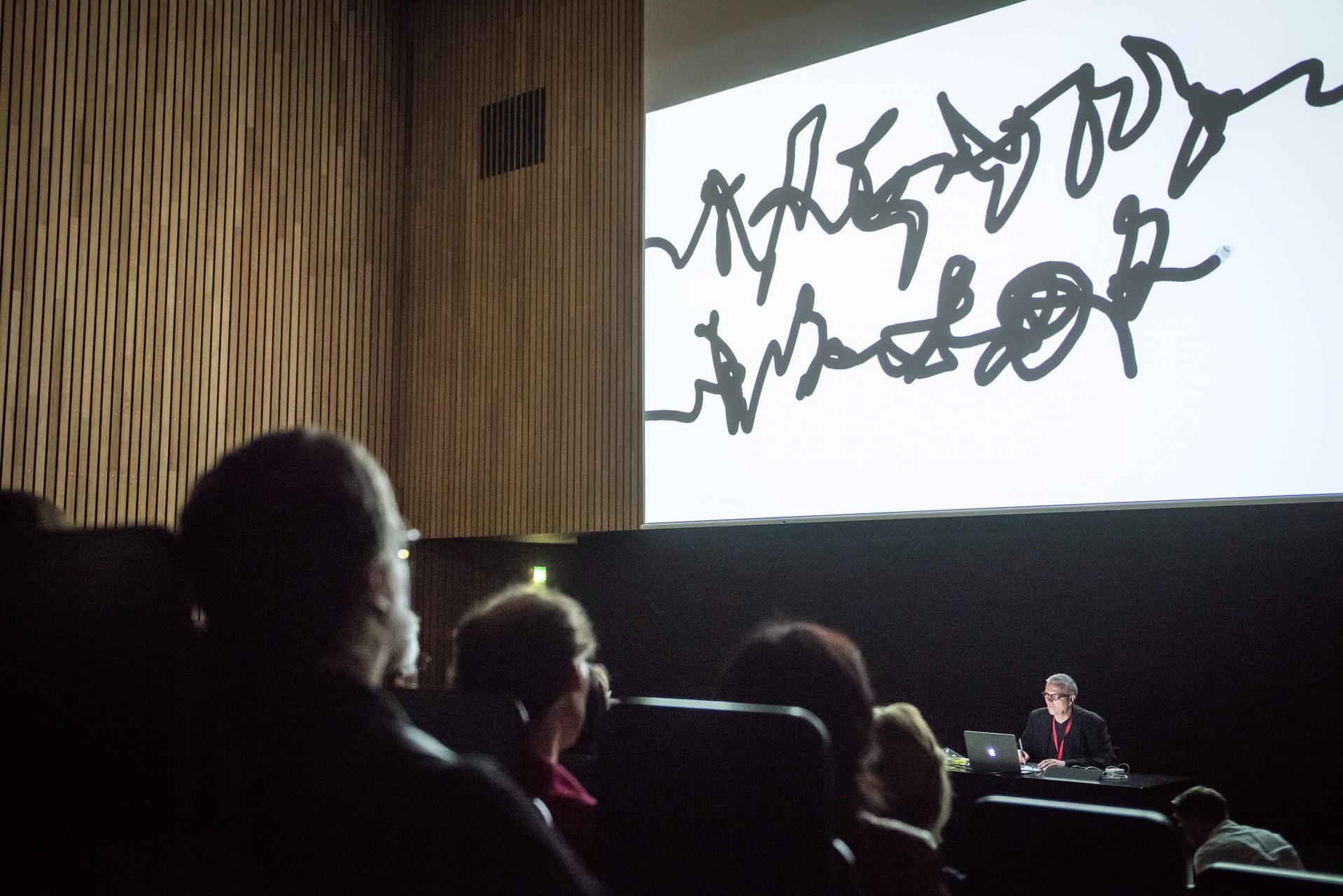 Schreib-Performance, Audimax der Bauhaus-Universität, 2017  (Foto: Thomas Müller)