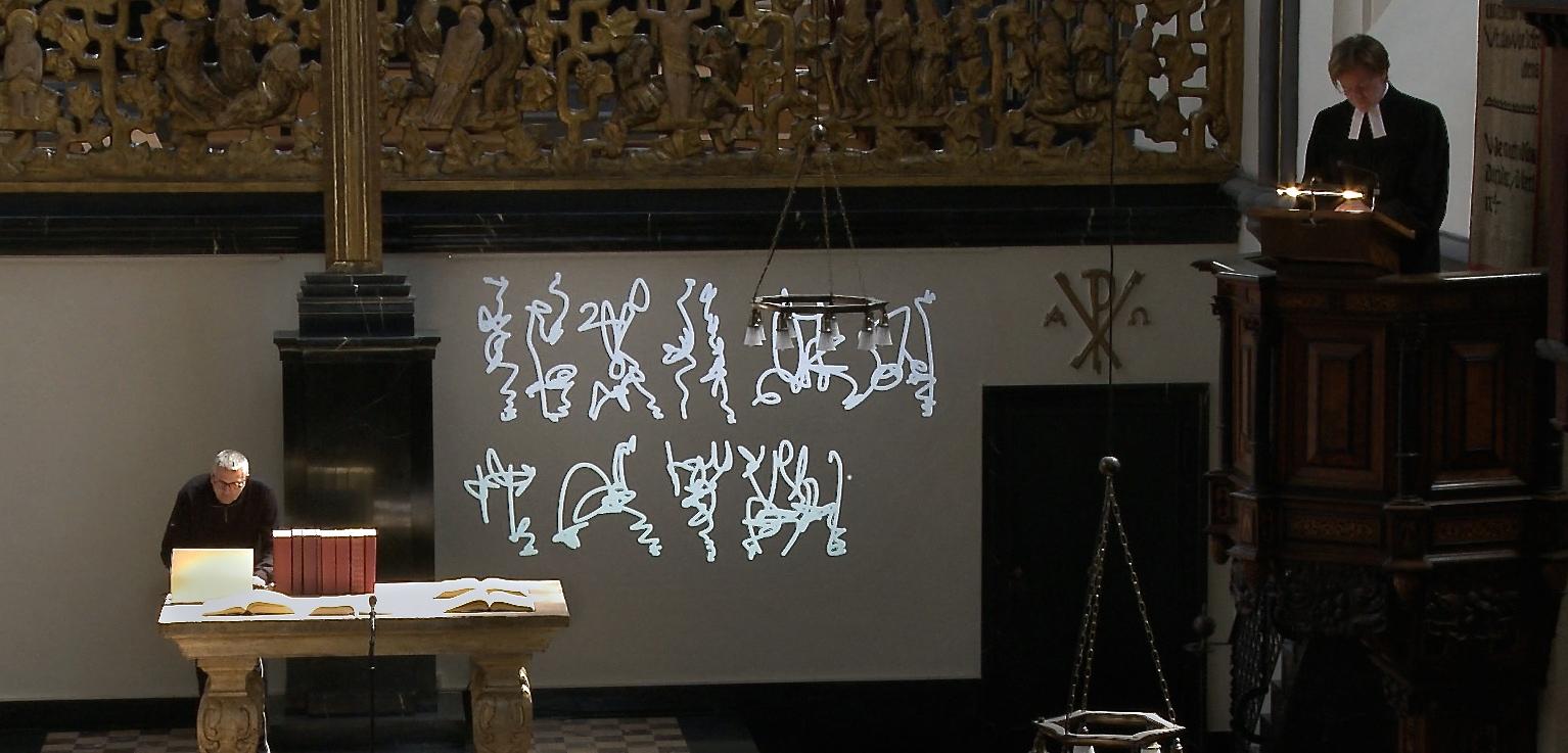 Liturgy-Specific-Art, Writing Performance during sermon of Prof. Dr. Thomas Erne, Universitätskirche Marburg Photo Martin Hildebrandt